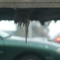 フロントガラスに氷が!凍結の溶かし方と予防方法・ワイパー作動は禁止!?