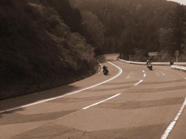 二輪車のすり抜け対策と注意点は?バイクに気を付けるポイント