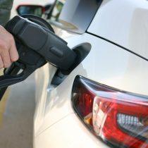 給油時にガソリンがこぼれてボディ付いたら悪影響?対処方法は?