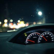 車のガラス内側の汚れを綺麗にする方法と必要な物は?汚れ原因と使ってはいけない用品!